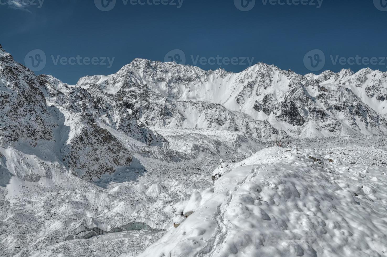 Himalaia perto de Kanchenjunga foto