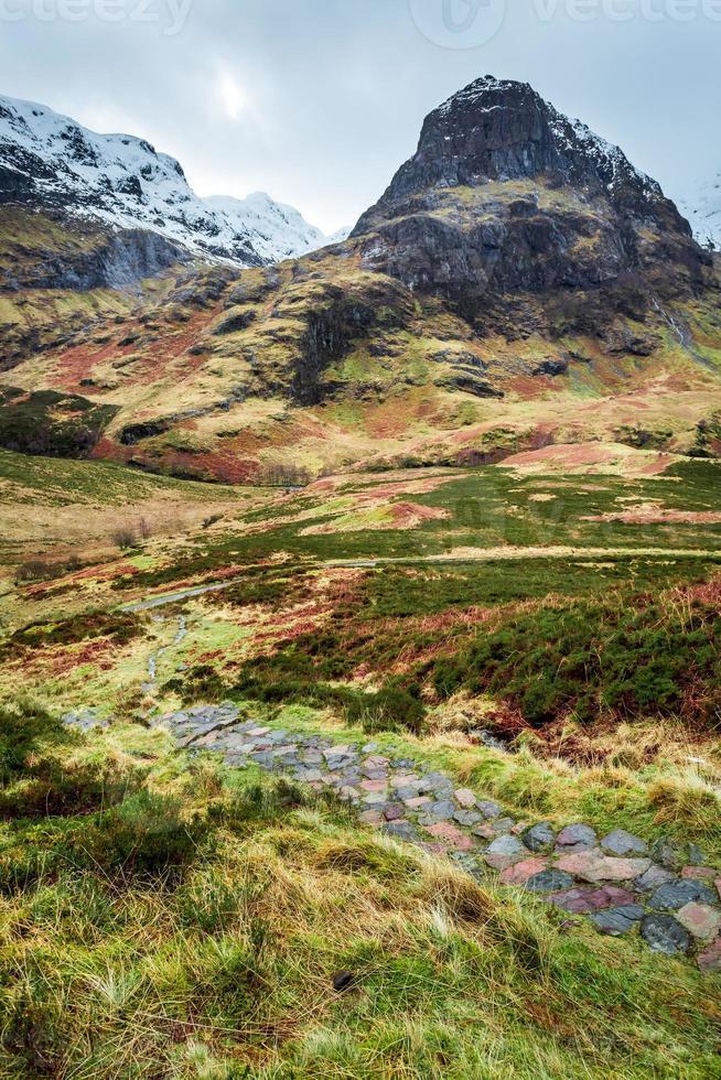 trilha na montanha em glencoe, escócia foto