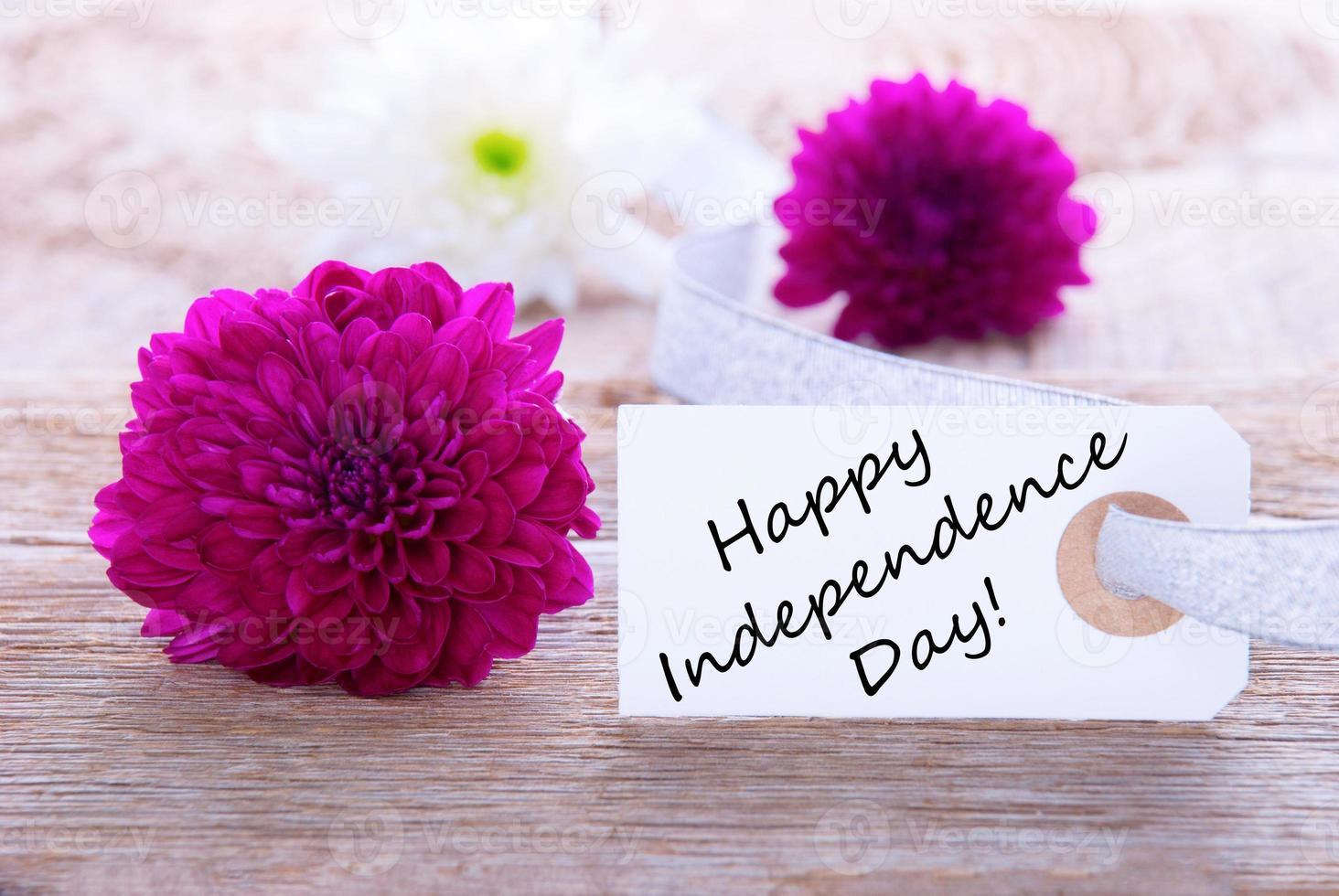 flores com feliz dia da independência foto