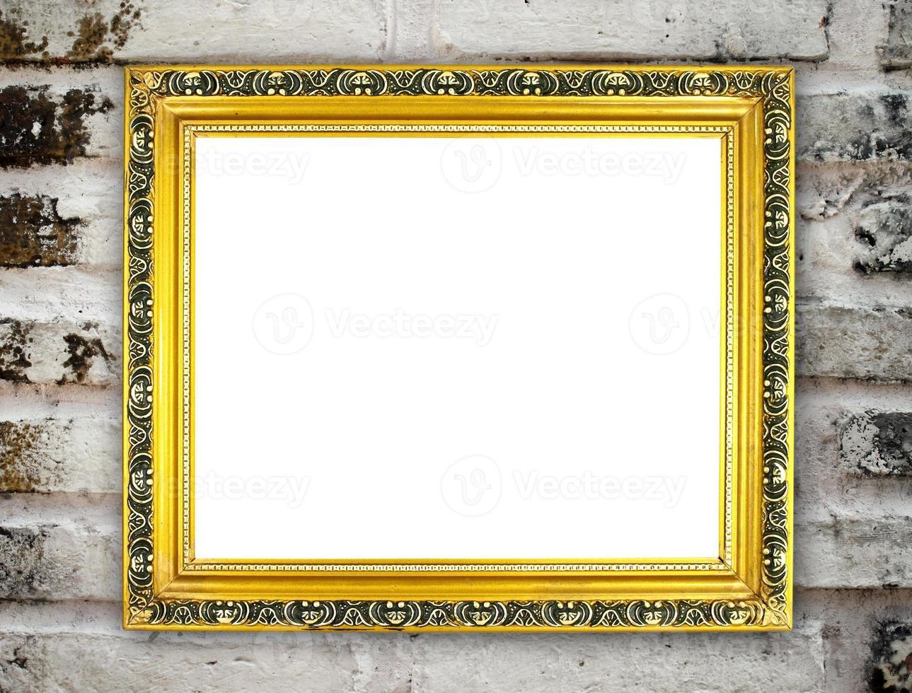 moldura dourada em branco na parede de tijolo foto