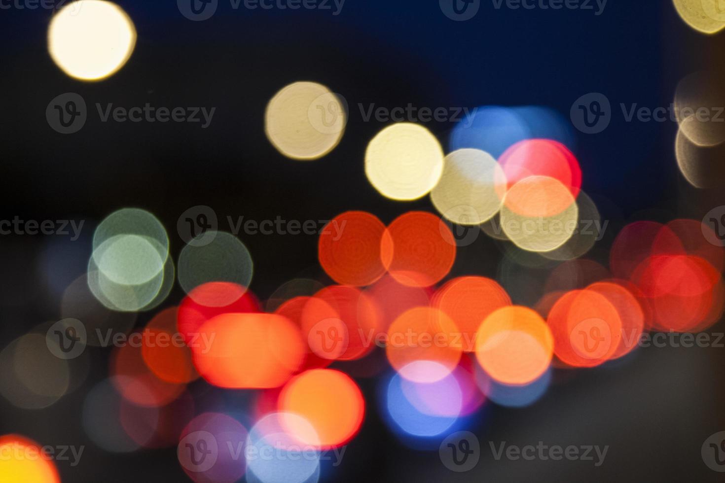 tráfego noturno desfoque fundo bokeh, fundo colorido foto