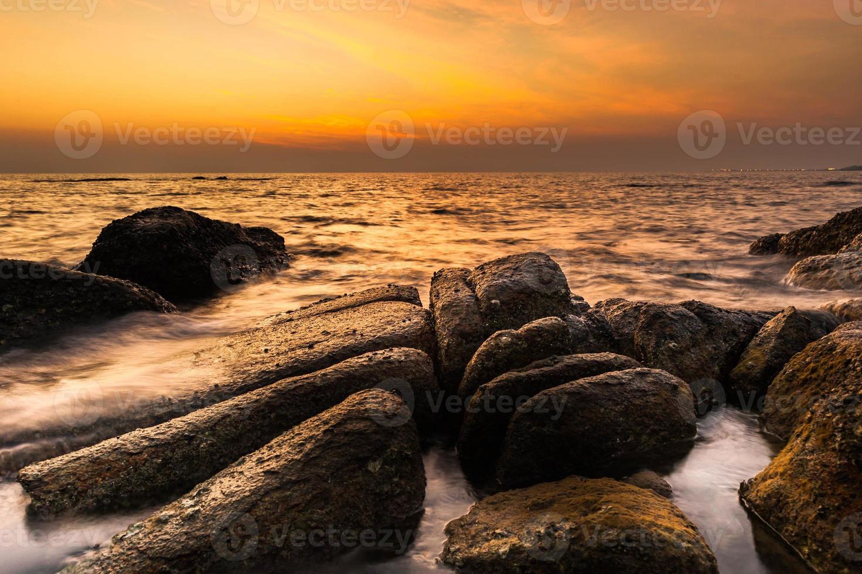 nascer do sol costeiro foto