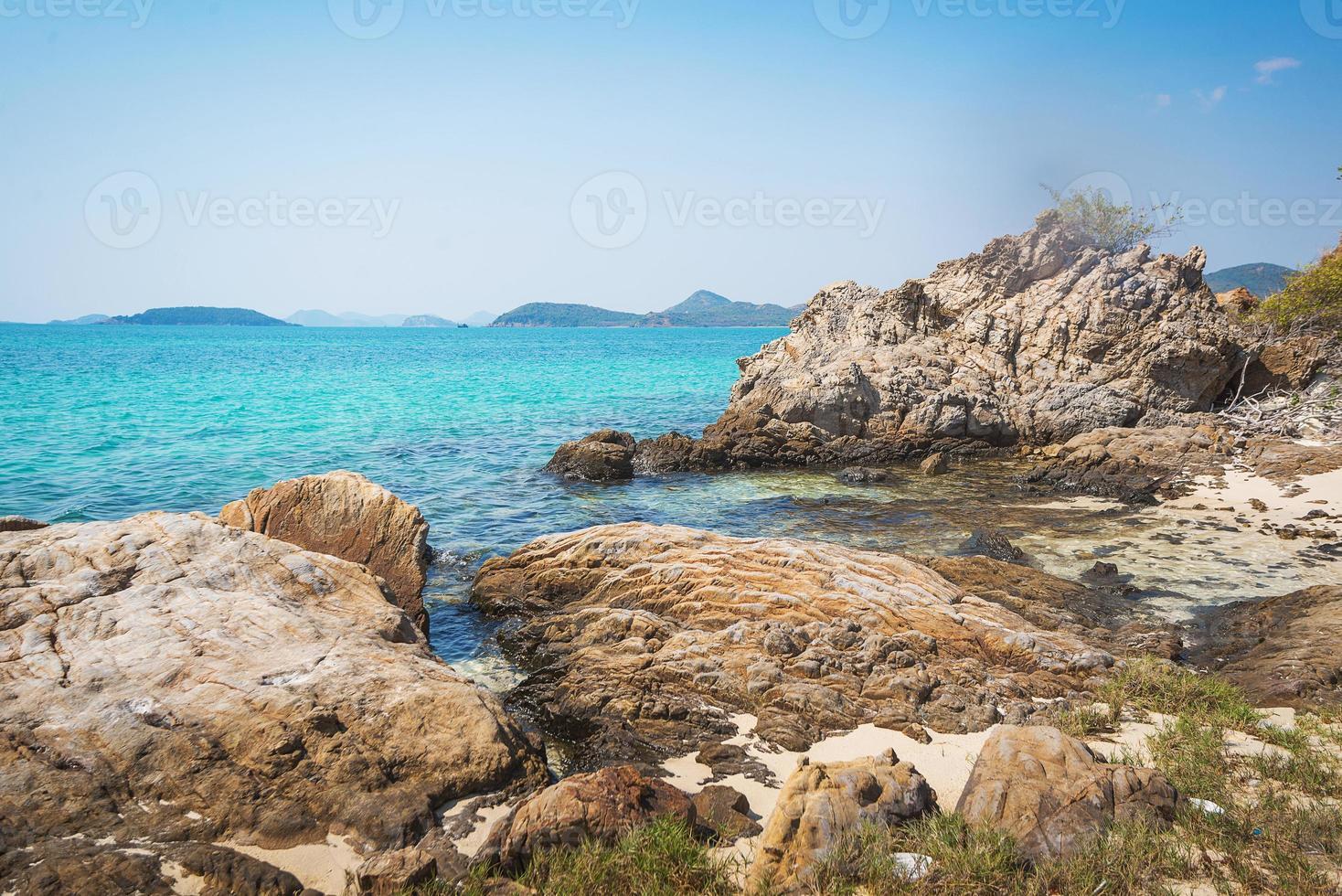 mar praia céu azul areia sol luz do dia foto