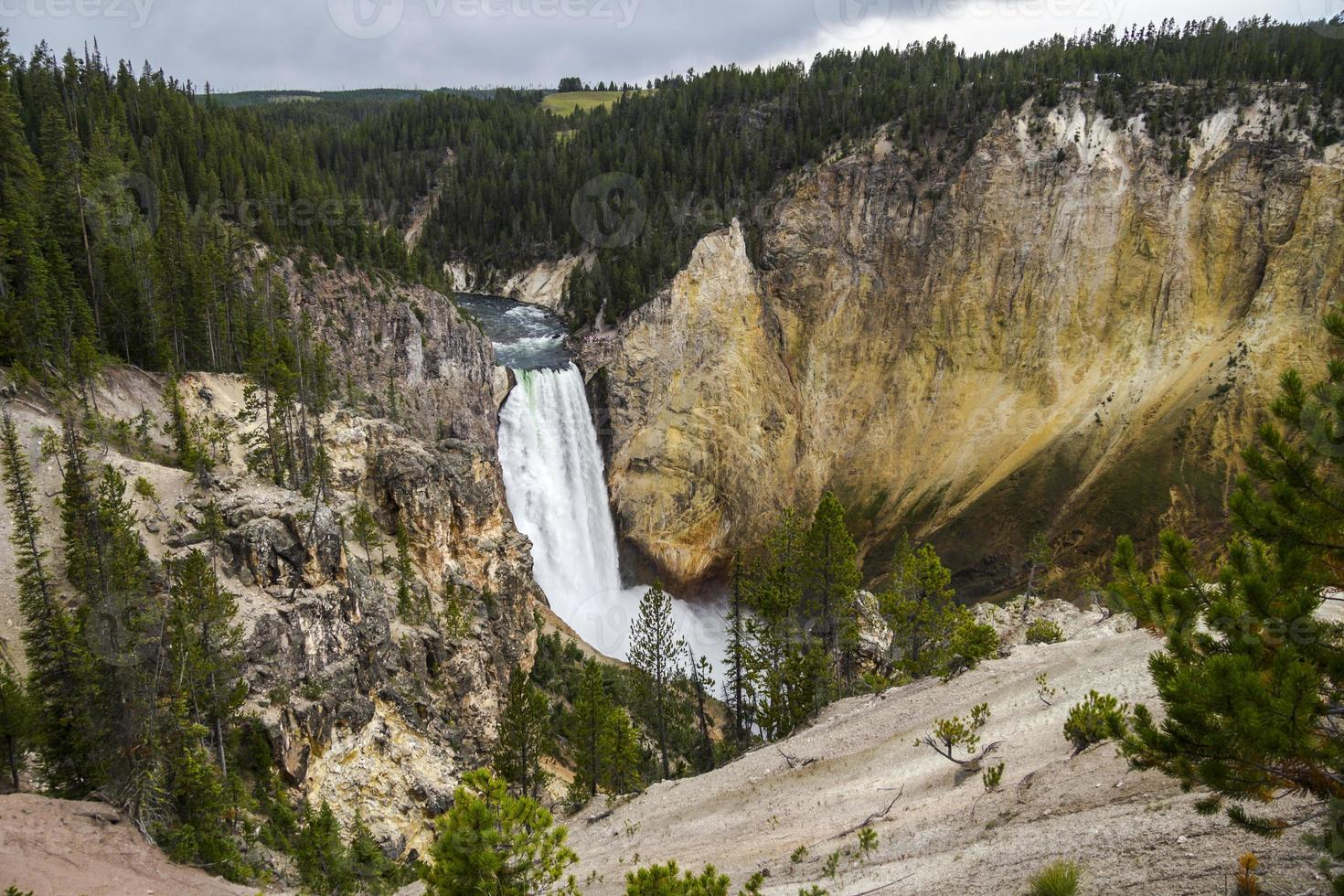 cachoeira no Grand Canyon de Yellowstone foto