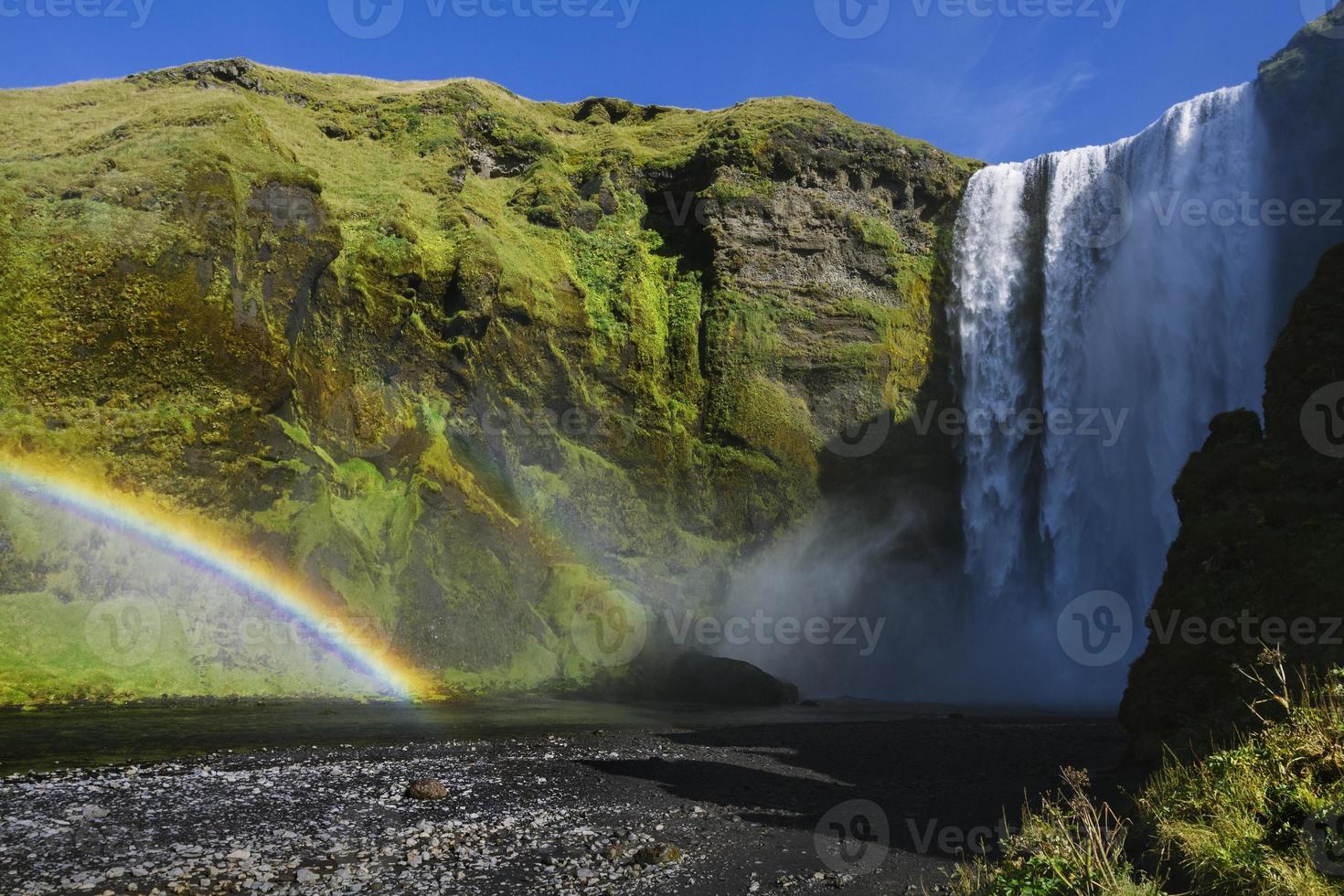 poderosa cachoeira skogafoss na Islândia foto