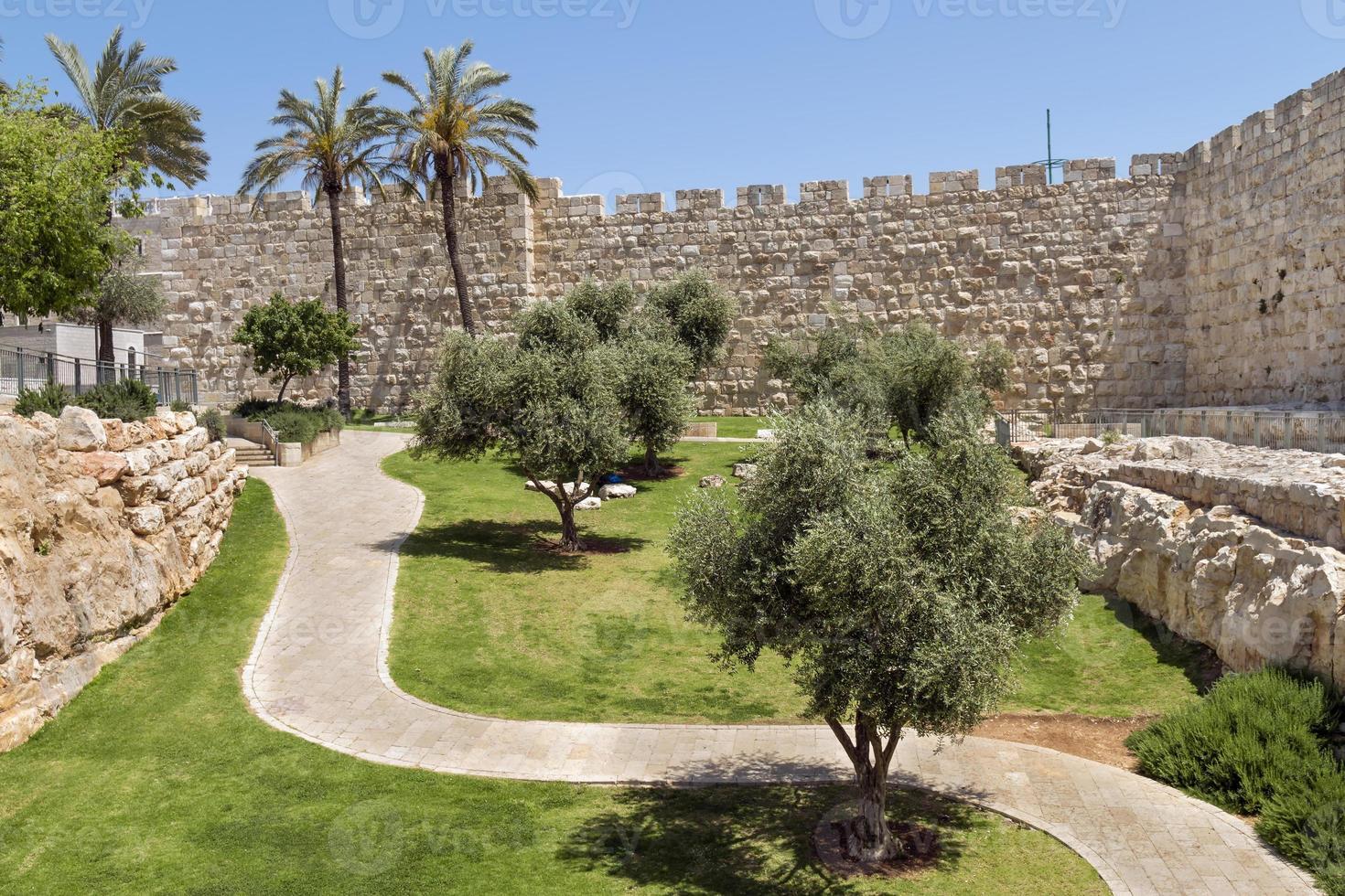 muralhas da cidade velha de jerusalém foto