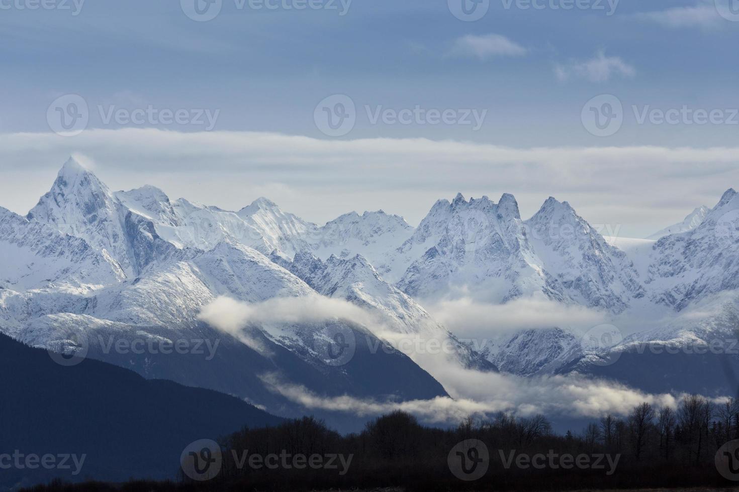 beleza das montanhas chilkat, haines, alaska foto