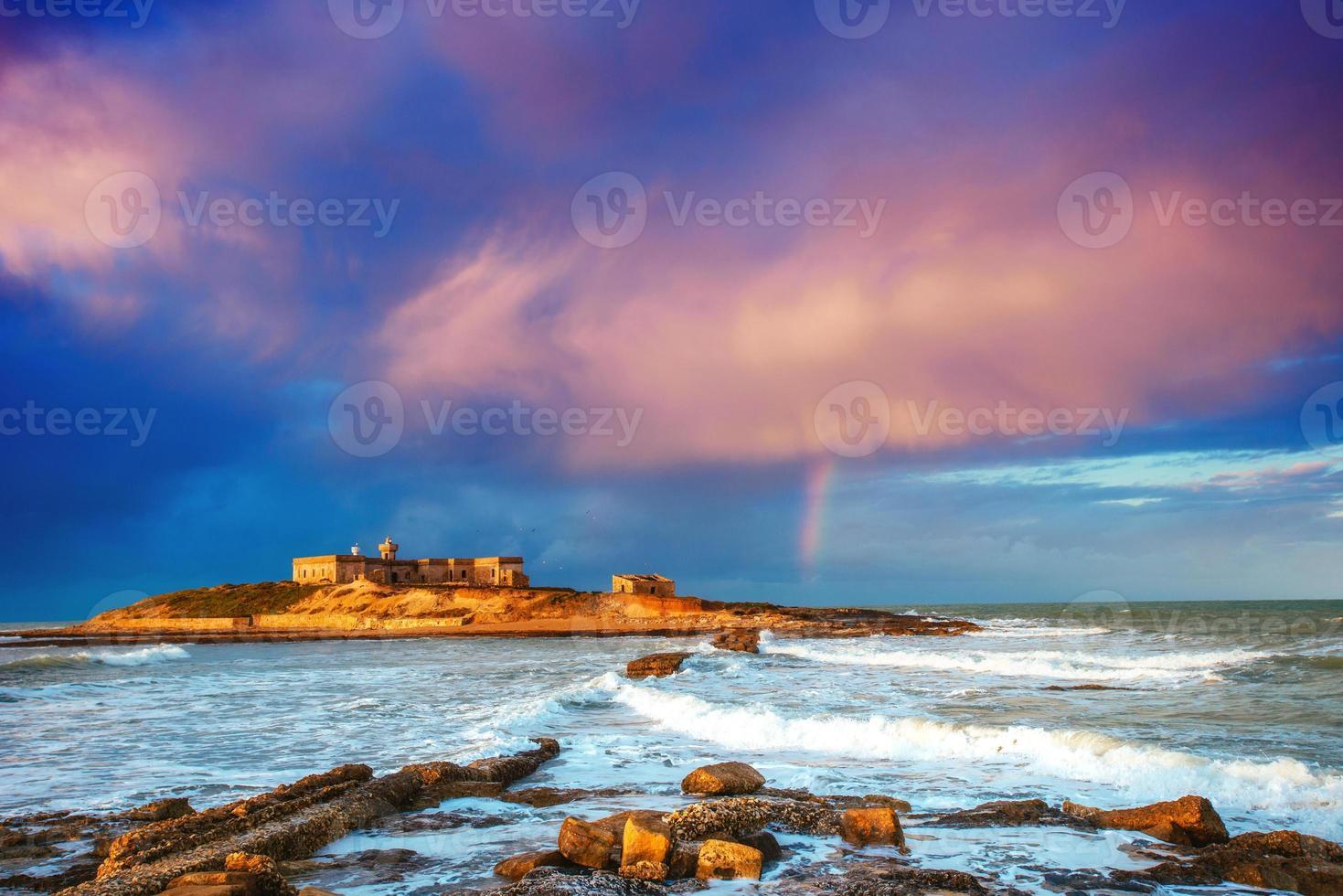 panorama de primavera de trapany da cidade da costa do mar. sicília, itália, europa foto