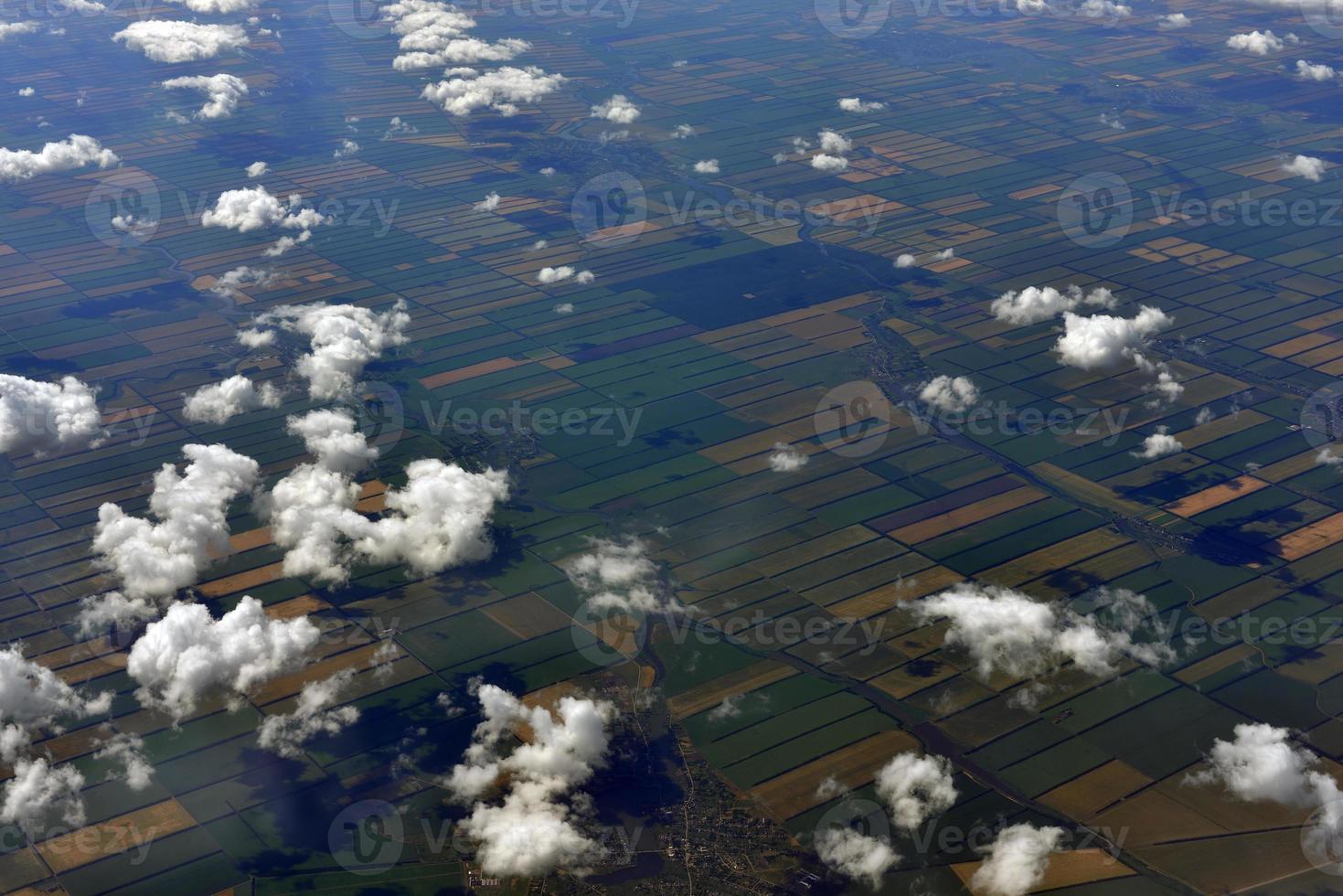 superfície da terra e nuvens foto