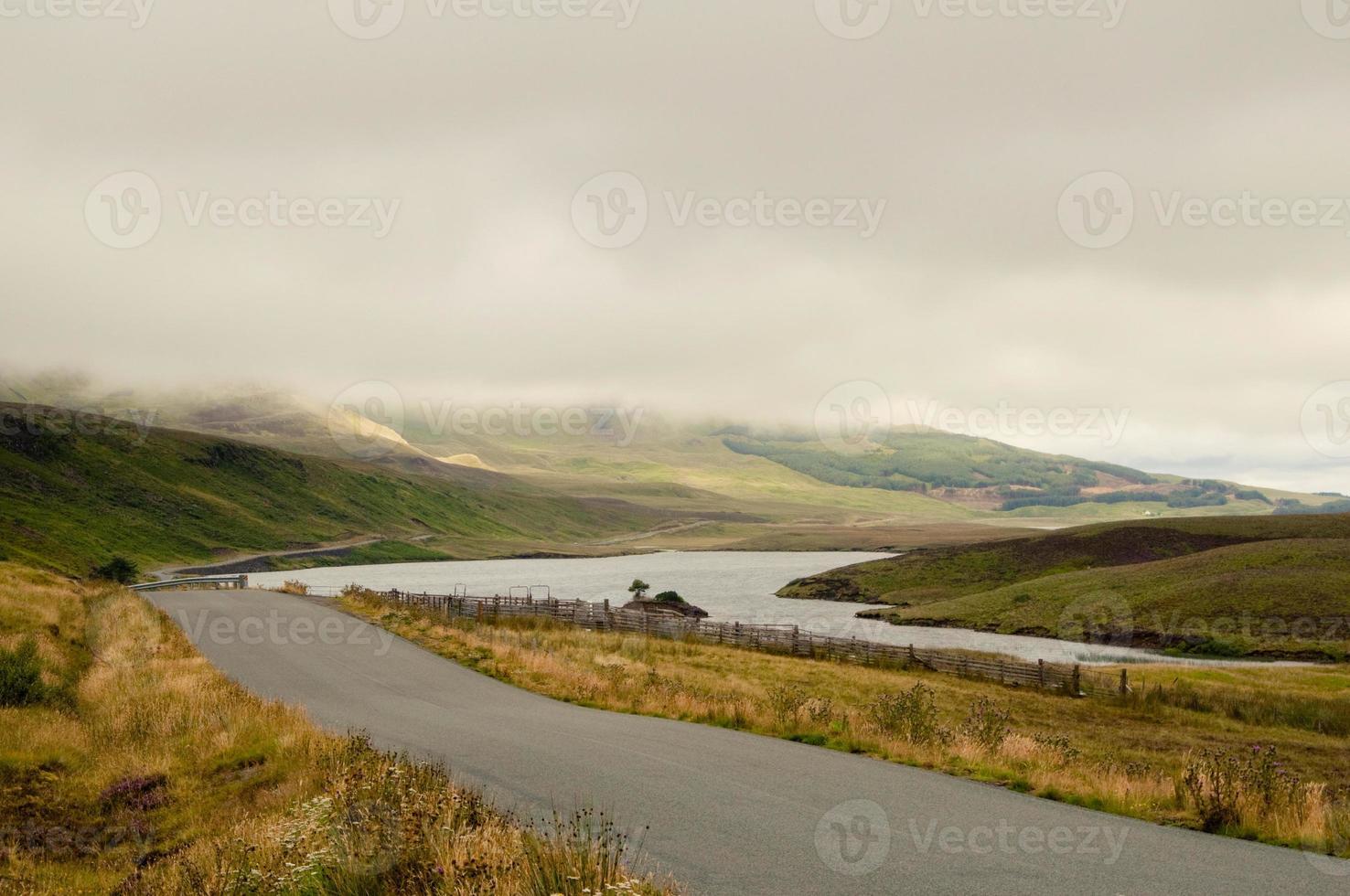 estrada solitária nas terras altas foto