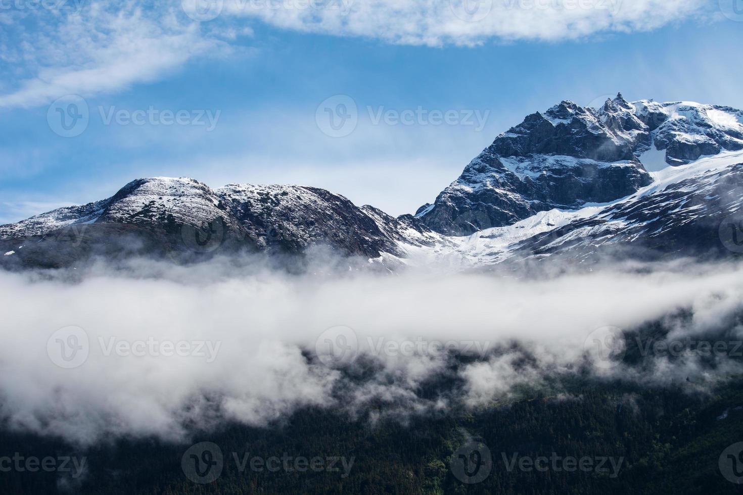 faixa costeira com neblina foto