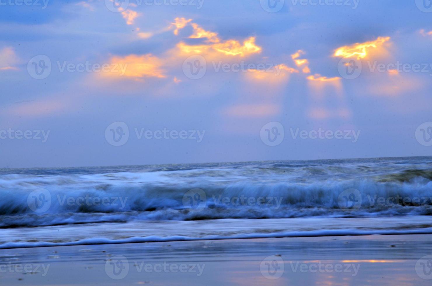 onda do mar na praia de Hat Chao Samran Phetchaburi foto