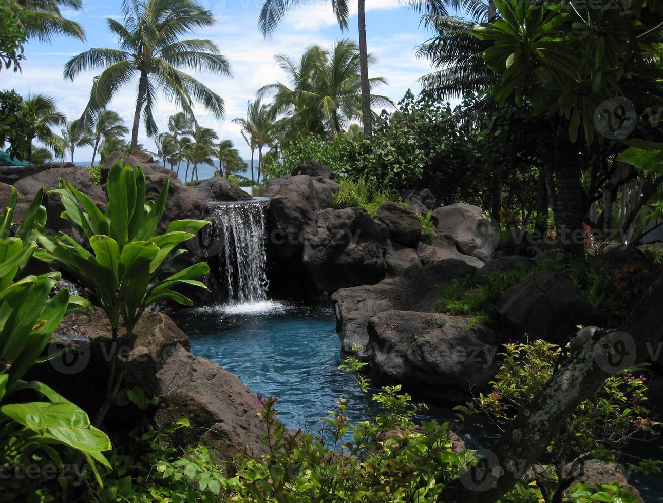lagoa tropical e cachoeira foto
