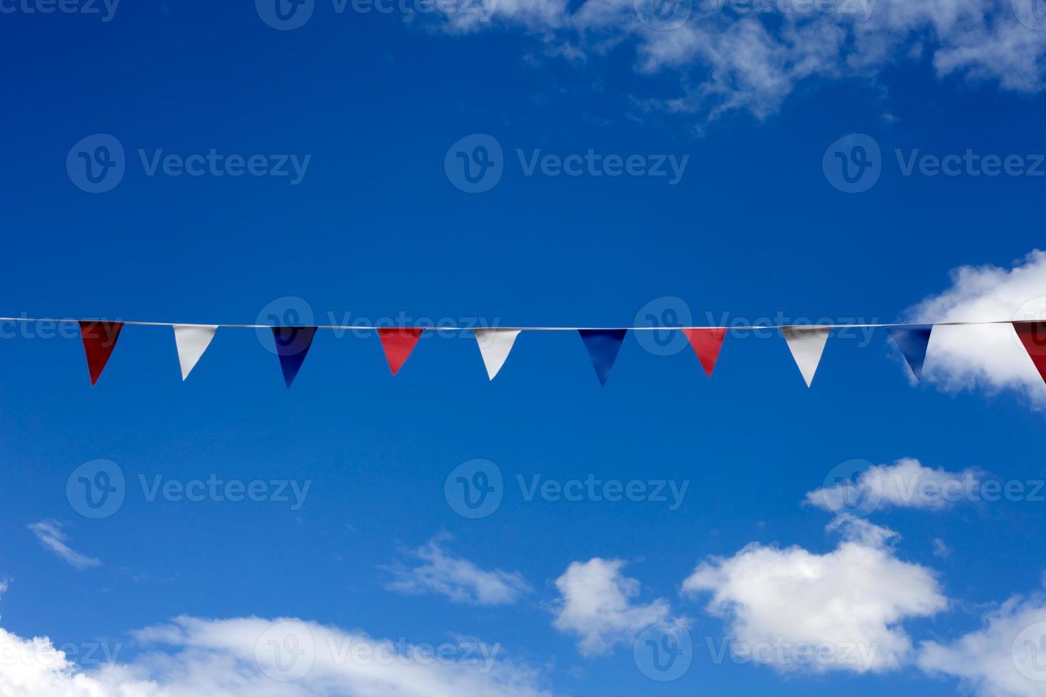 bandeirinha de festa de rua foto