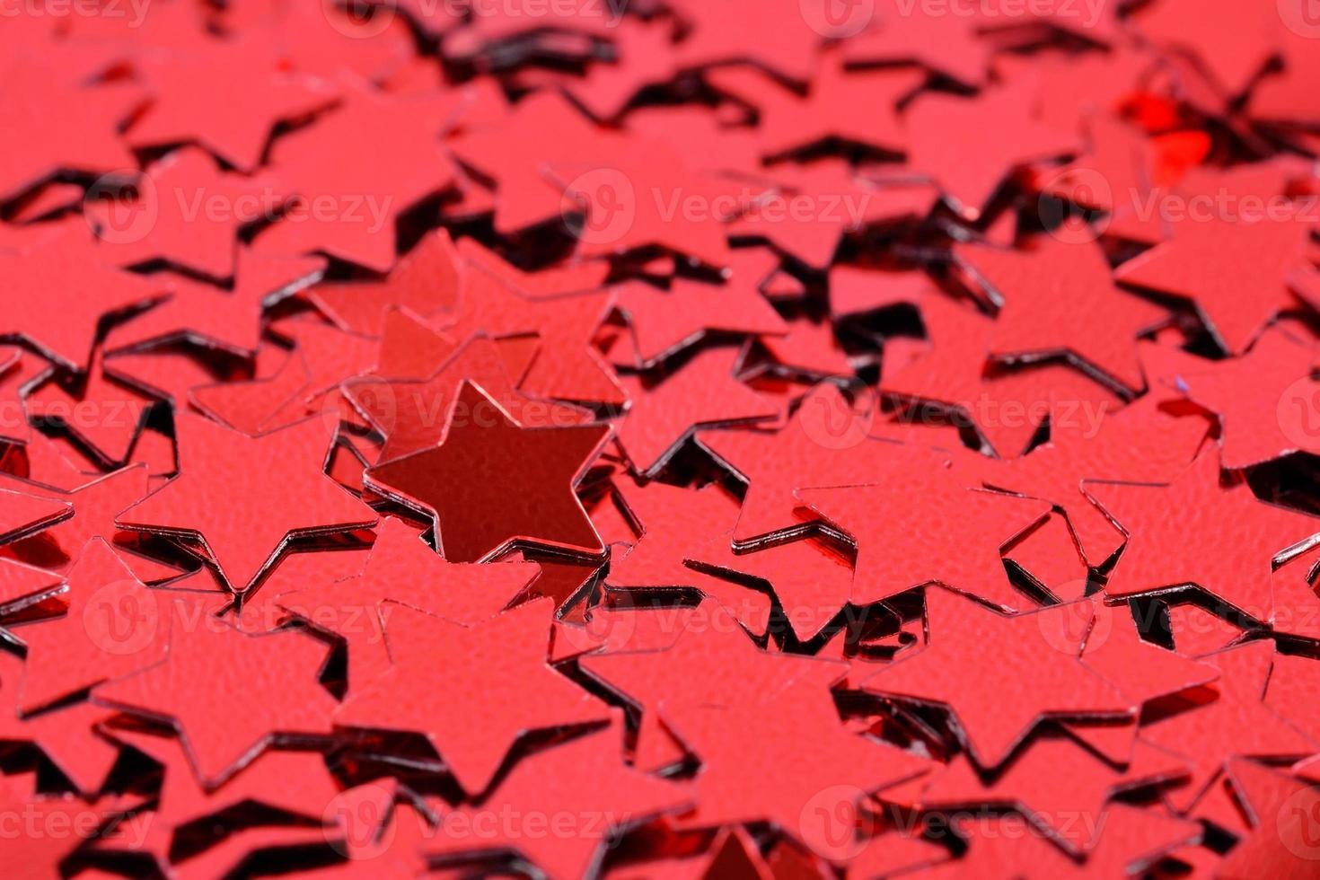 confete em forma de estrelas vermelhas foto