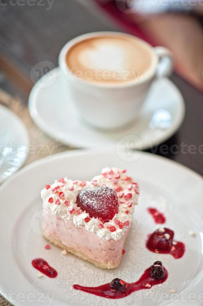 bolo em forma de coração dos namorados foto