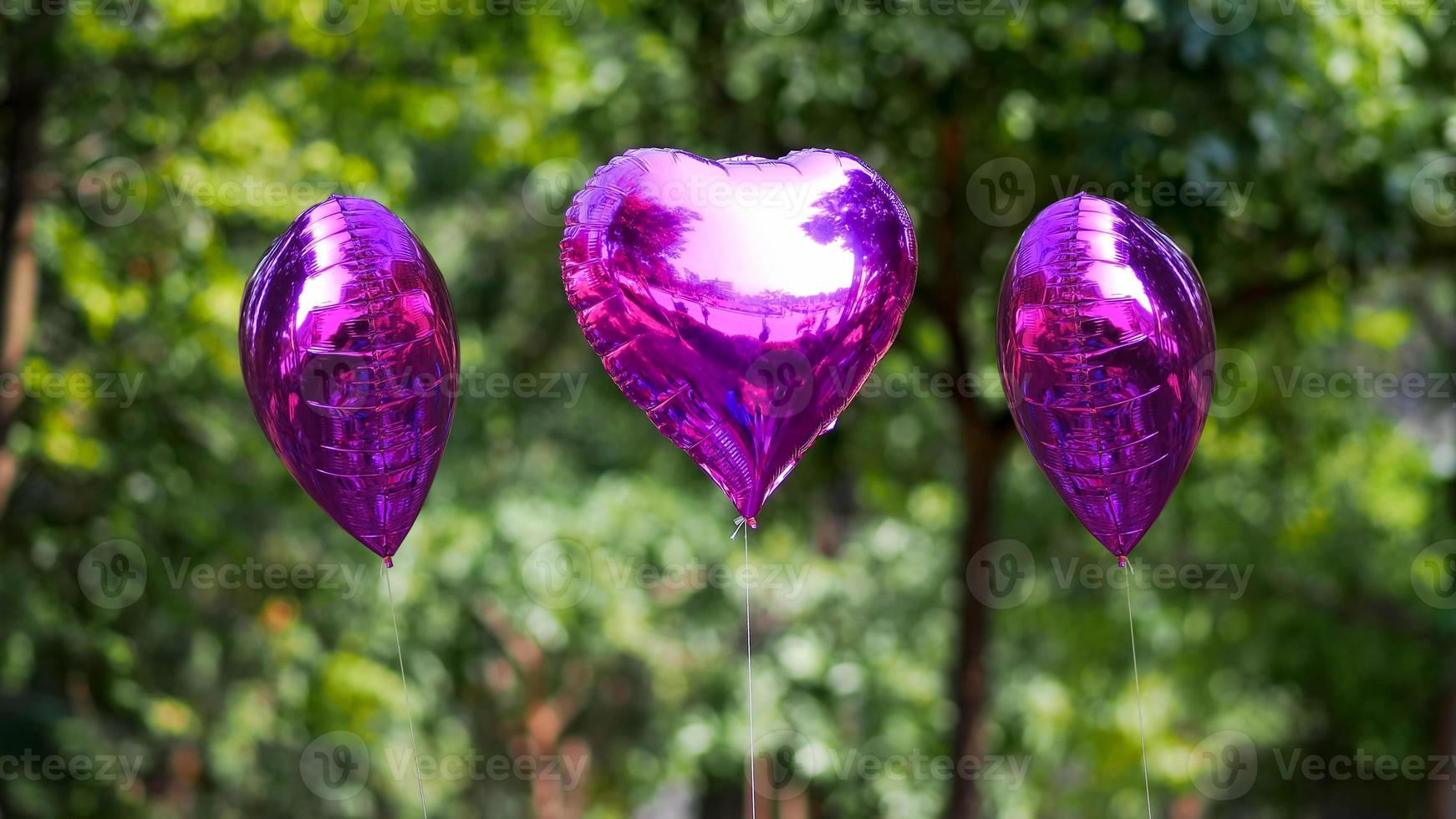 balão de coração roxo foto