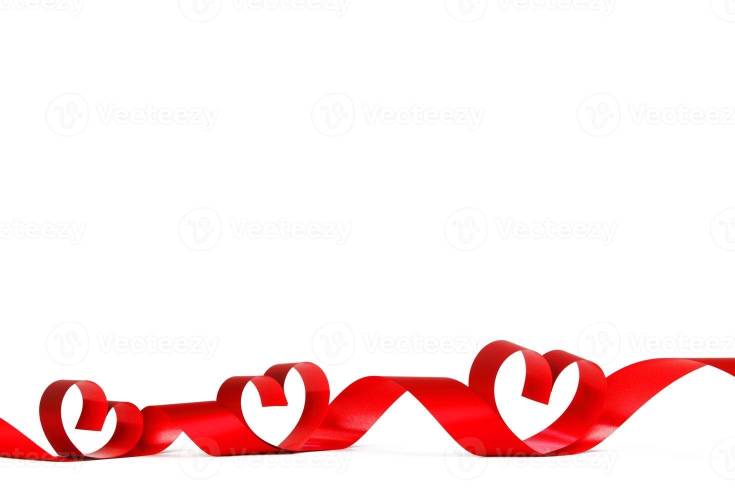 laço de fita coração vermelho foto