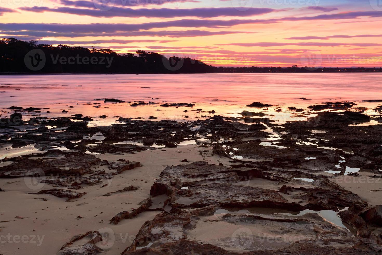 pôr do sol em plantation point nsw austrália foto