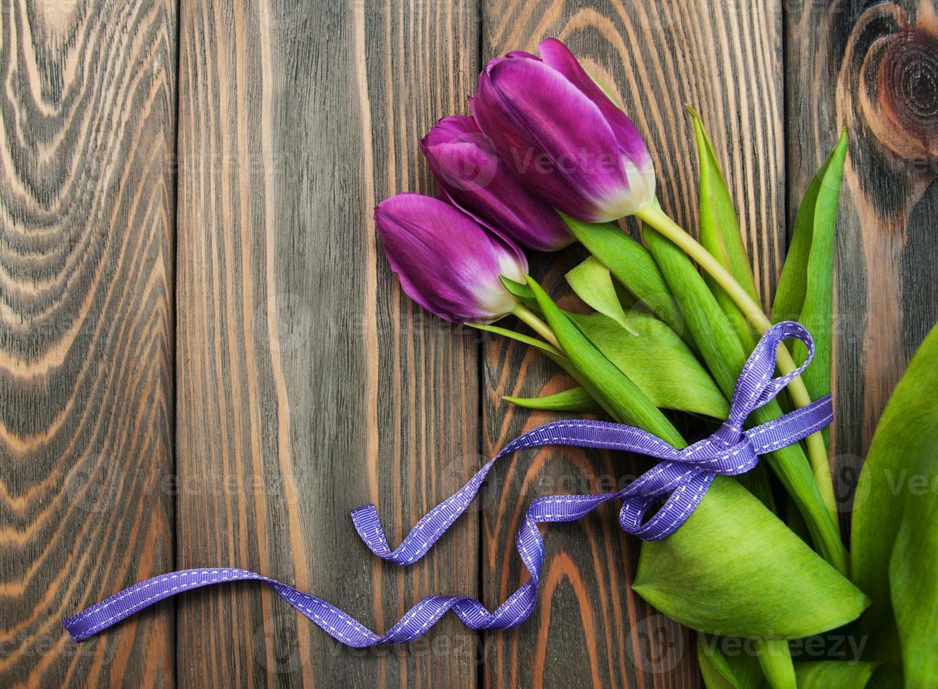 tulipas com fita foto