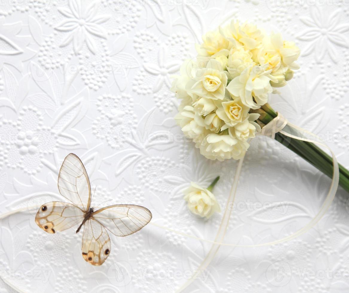 flores com borboleta foto