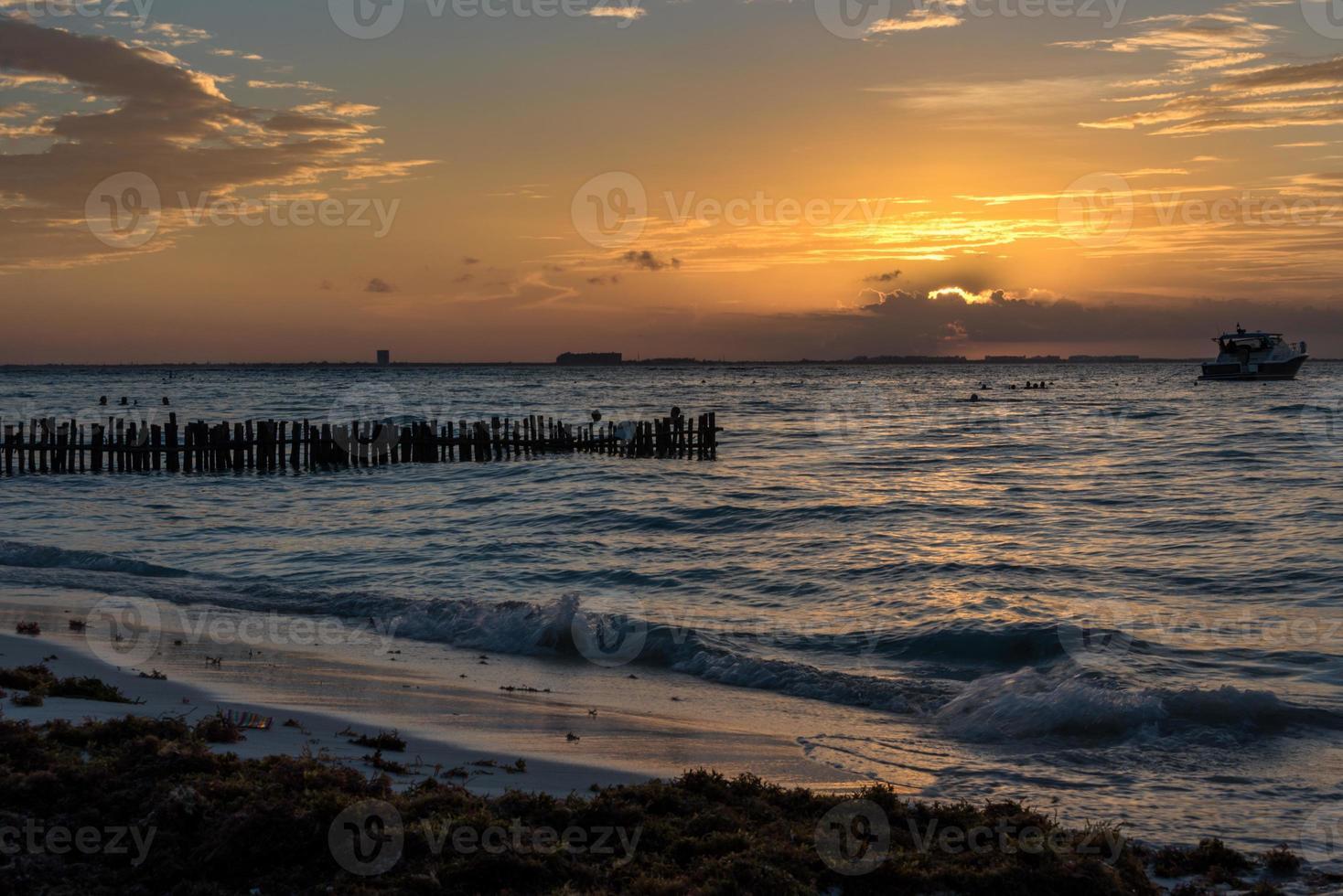 Sunset isla mujeres beach, paraíso tropical, caribe. México foto