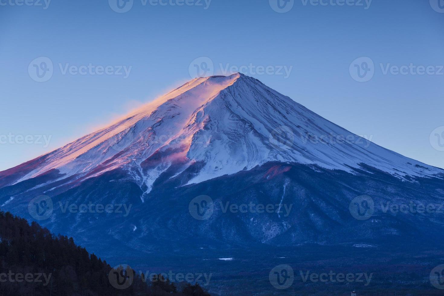 Monte Fuji no nascer do sol rosa foto