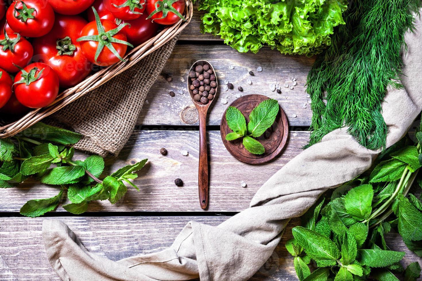 especiarias, ervas e vegetais foto
