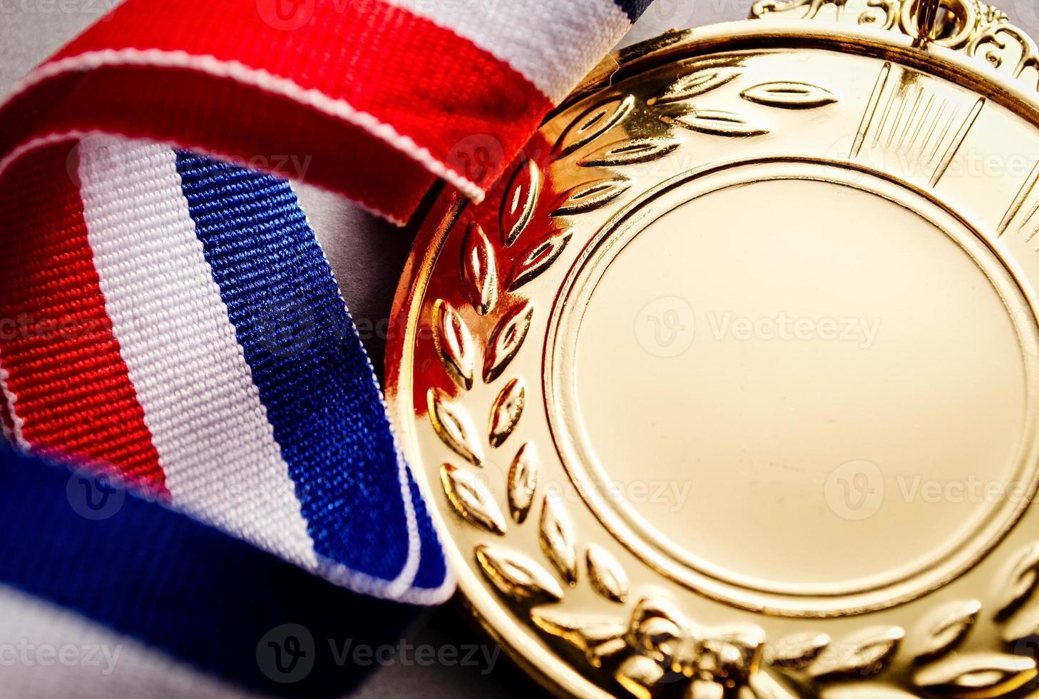 medalha de ouro com rosto em branco para texto foto
