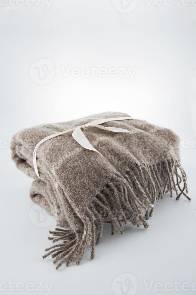manta de lã amarrada com fita. foto