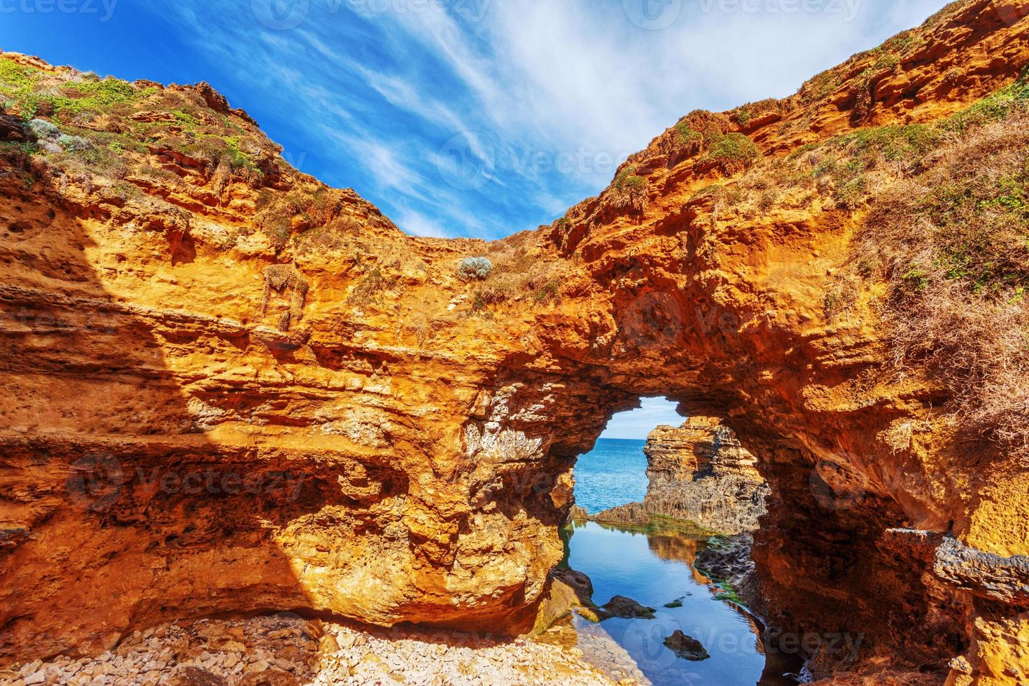 vista do mar, paisagem e linha do horizonte da grande estrada do oceano, austrália foto