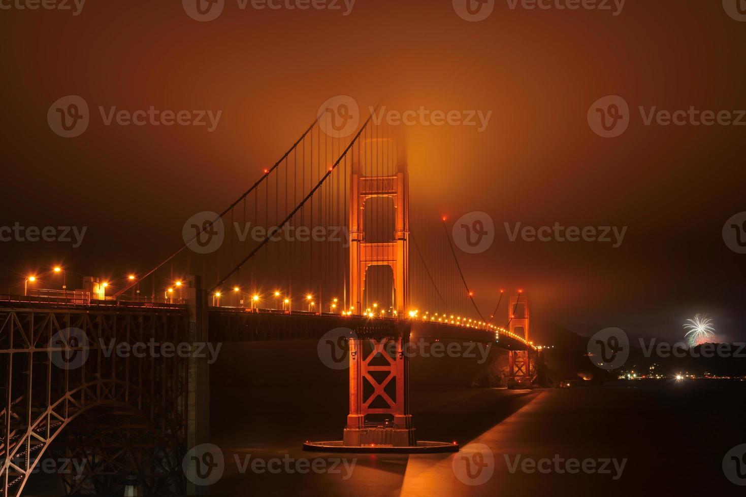 noite, iluminação, ponte Golden Gate. foto