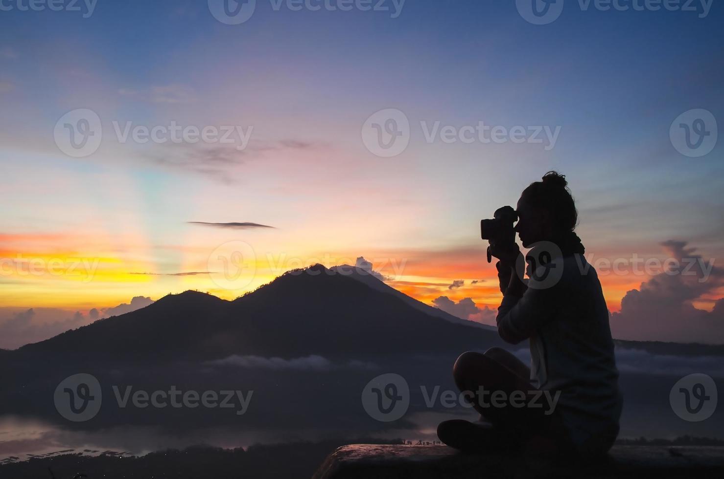 mulher fotógrafa - banco de imagens foto