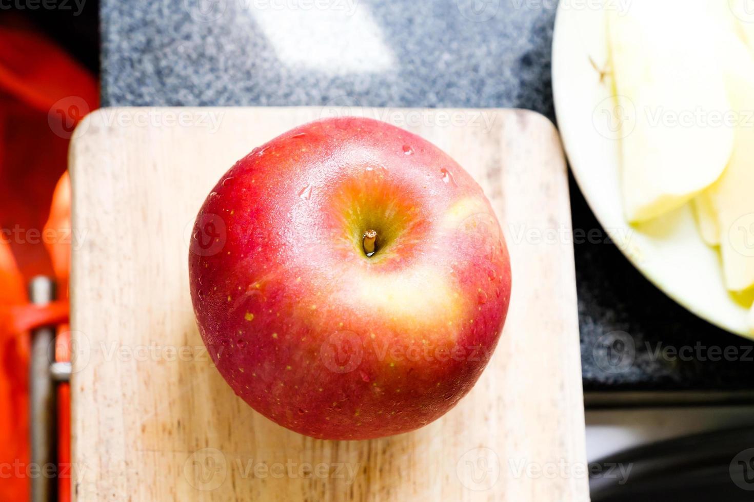 superfície de maçã vermelha cai foto