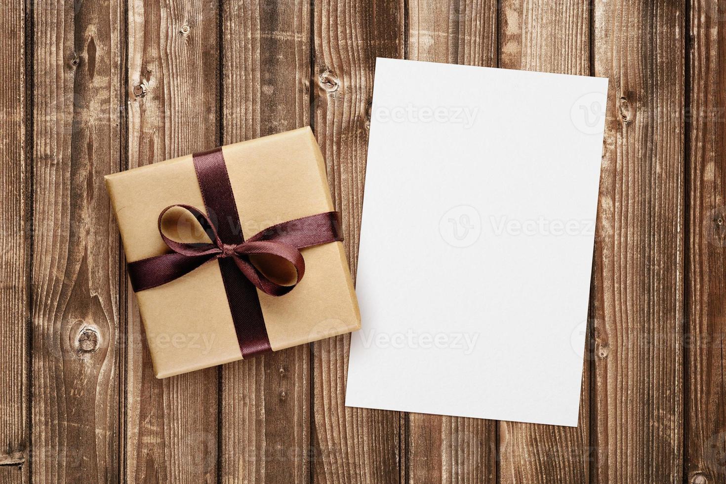 caixa de presente e cartão em branco foto