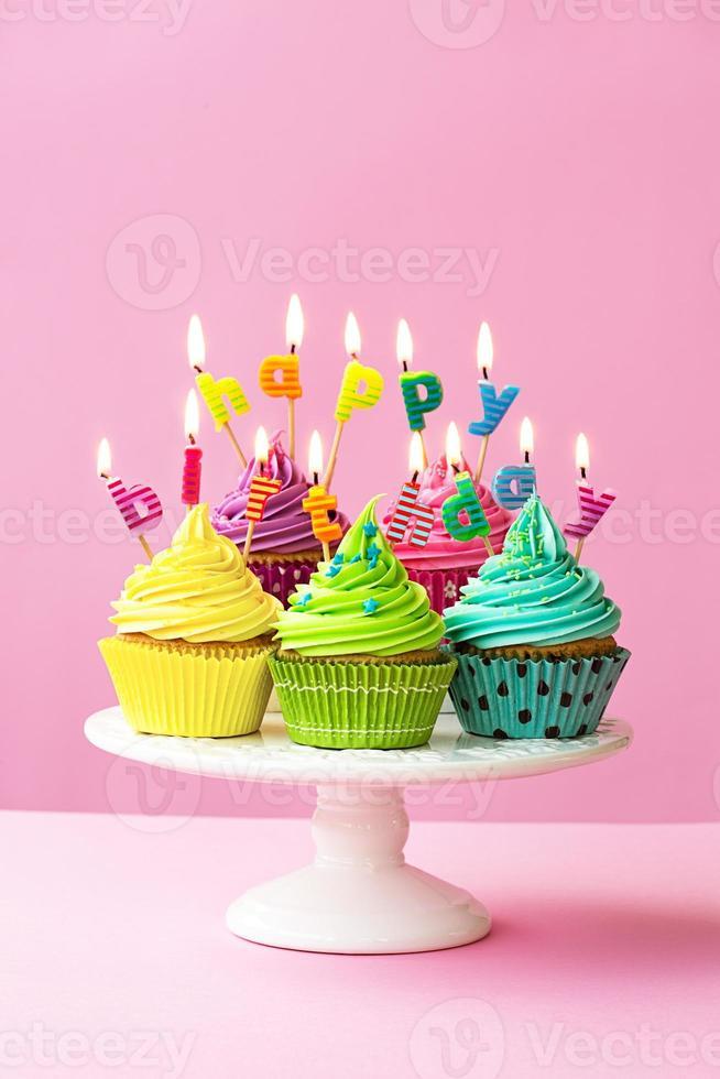 feliz aniversário cupcakes foto