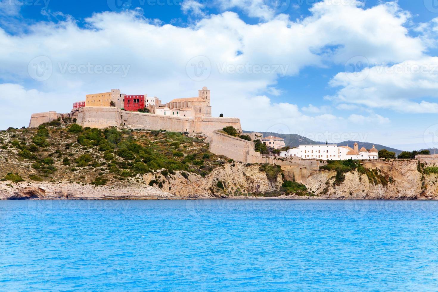castelo e igreja da cidade de eivissa ibiza foto