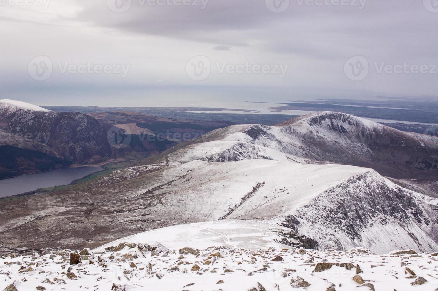 bela vista das montanhas de cima no reino unido das gales foto