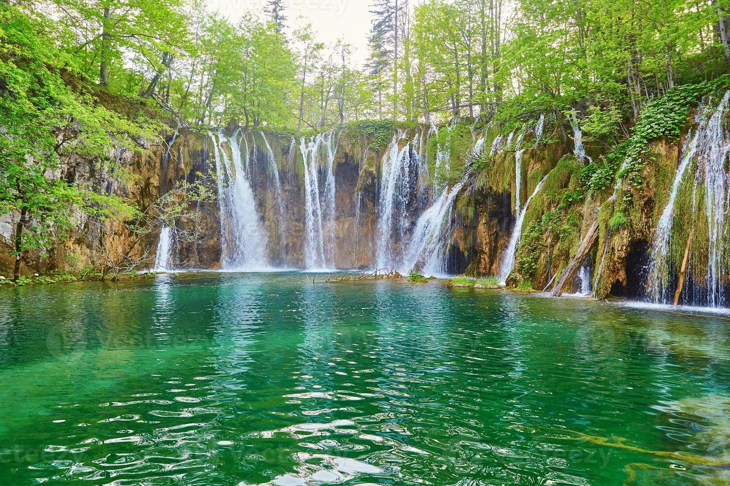 belas cascatas no parque nacional de plitvice foto