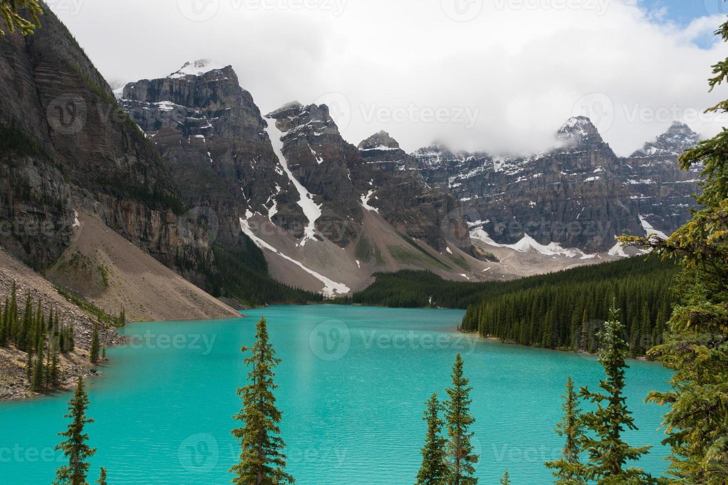 lago moraine, parque nacional de banff - banco de imagens foto
