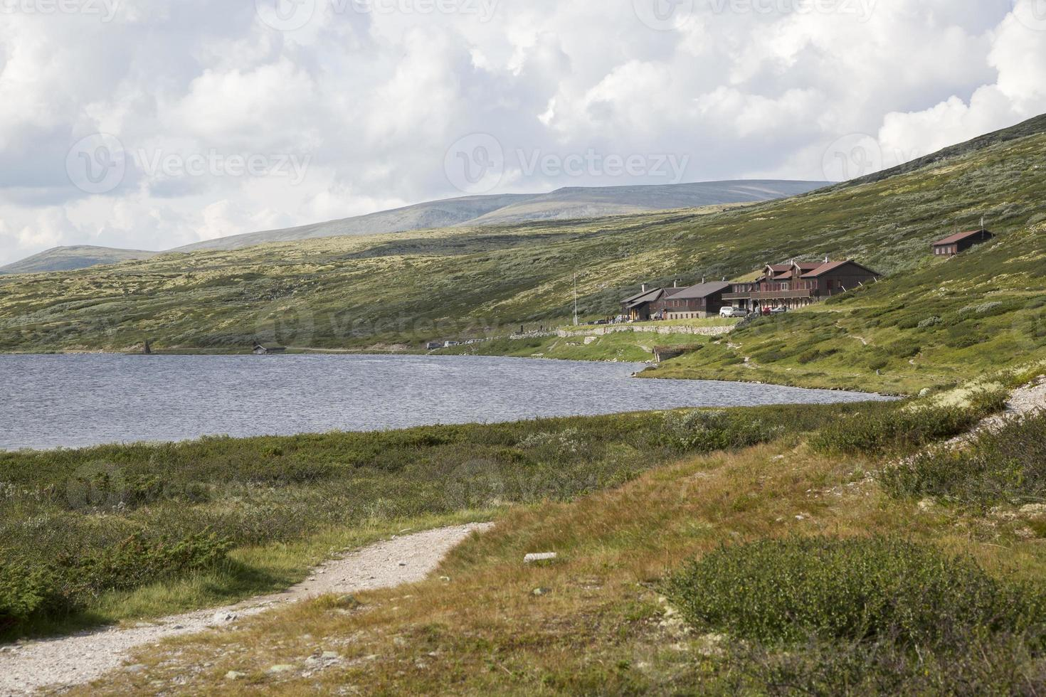 lake hovringsvatne e smuksjoseter fjellstue (hovringen, noruega foto