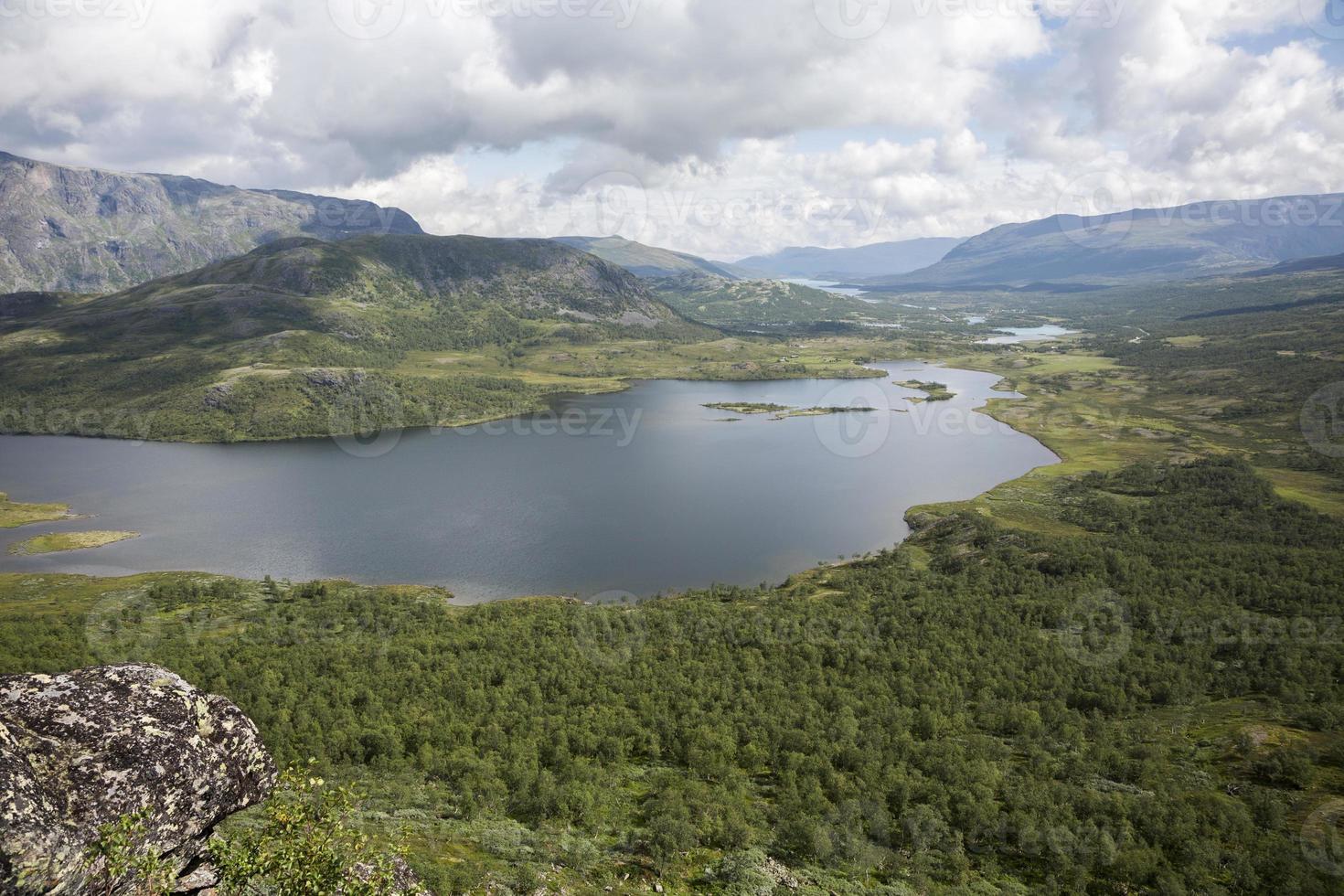 lago nedre leirungen (montanha knutshoe, jotunheimen nacional pa foto
