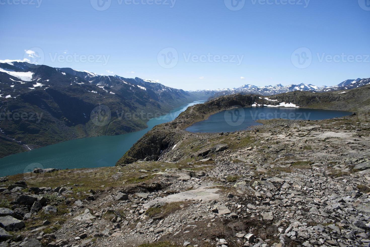 Cume de Besseggen no Parque Nacional de Jotunheimen, Noruega foto