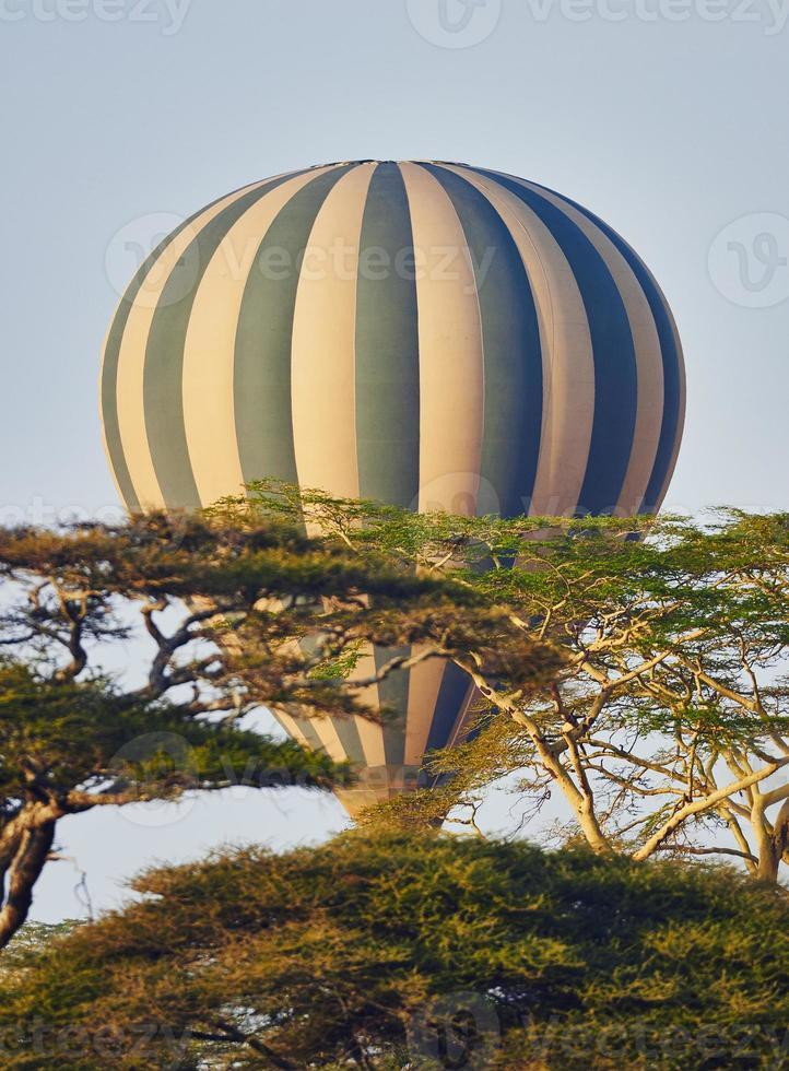 balão de ar quente em vôo foto