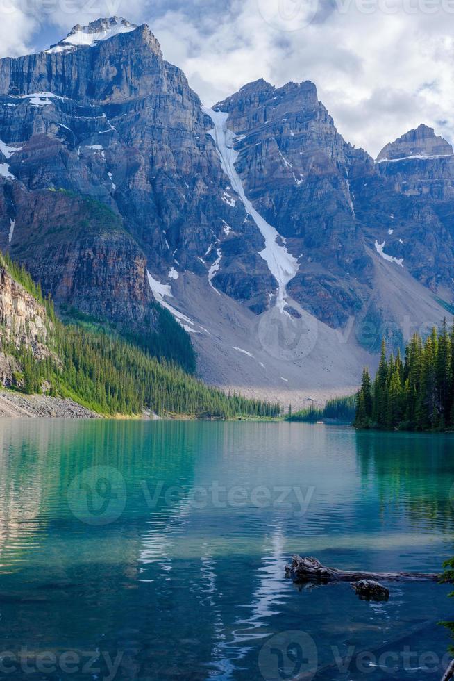 lago moraine, três picos foto