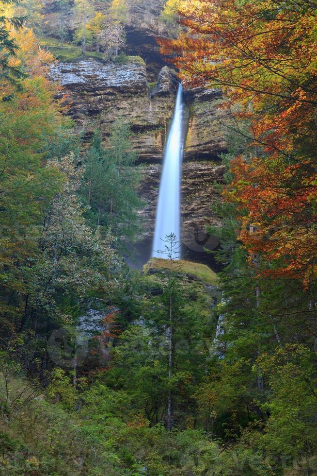 cachoeira no vale triglav foto