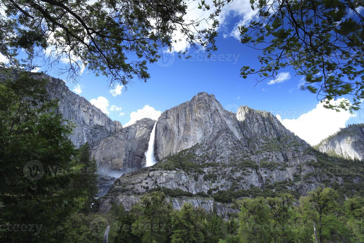 Cachoeira no Parque Nacional de Yosemite, EUA, por volta de maio de 2010 foto