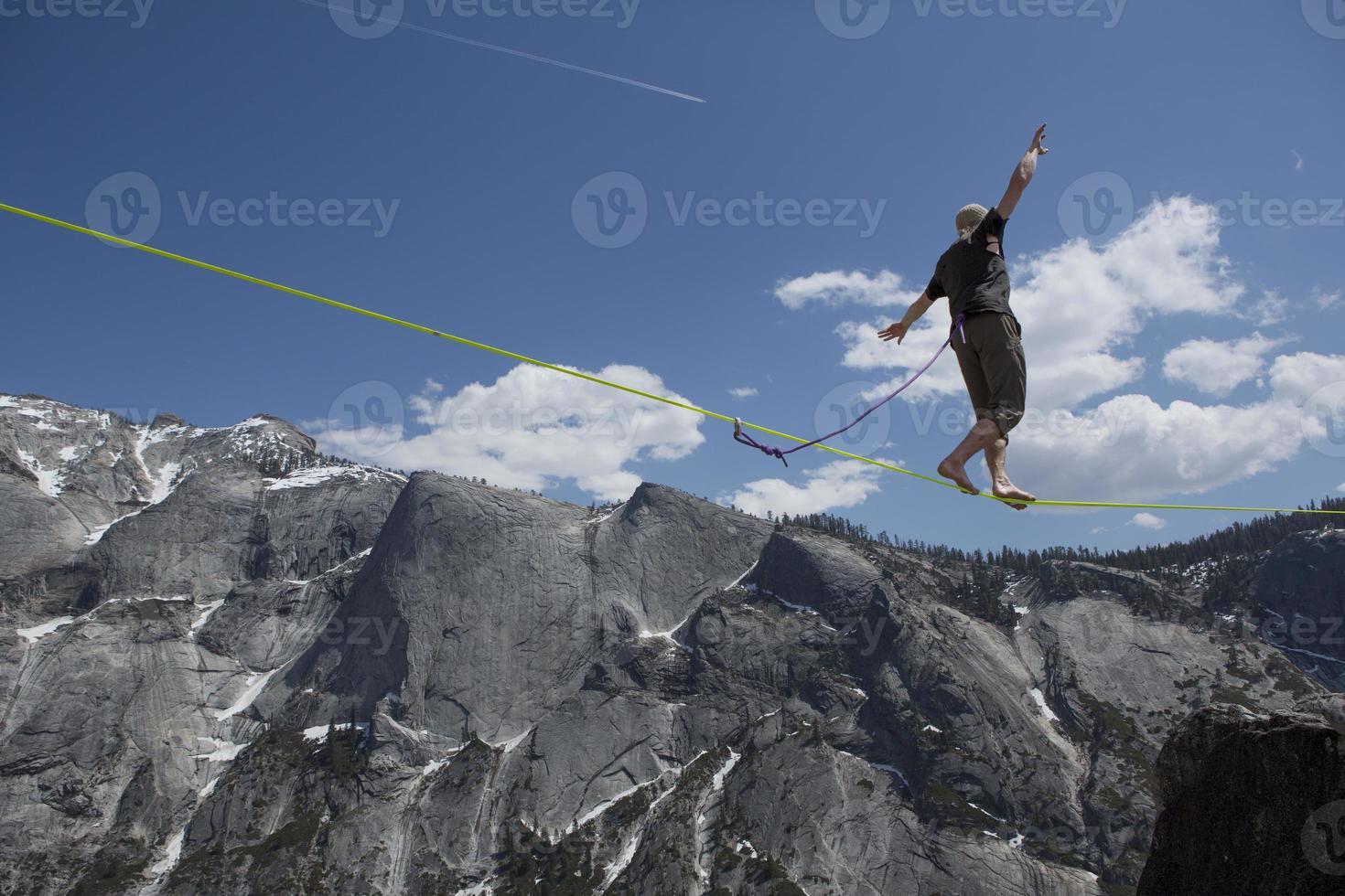 slackliner caminhando yosemite highline foto