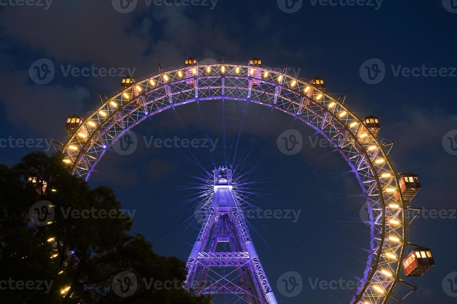 roda gigante de Viena à noite foto
