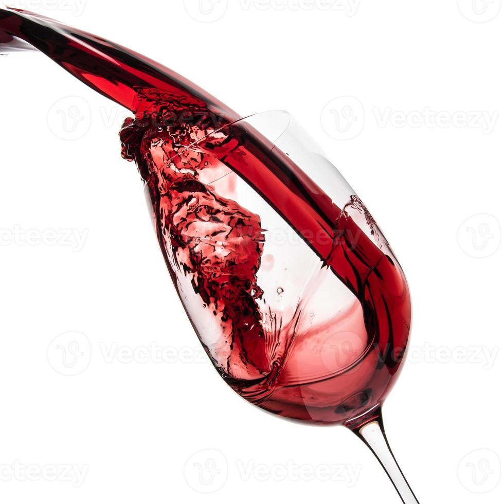 derramando vinho tinto foto